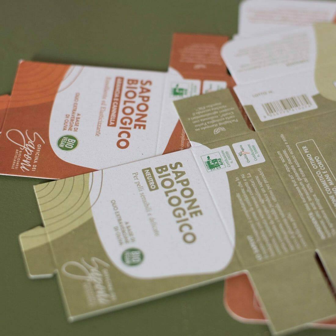 Il packaging della linea di Officina dei Saponi stampato su carta Favini Crush Mais